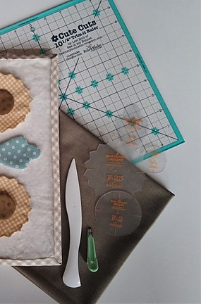 Sunflower block in progress using Lori Holt's templates and applique techniques
